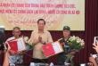 Hai lão nông tỉnh Bắc Ninh chống tiêu cực nhận Bằng khen của Bộ trưởng Bộ Lao động-TBXH