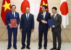 Handing out Memorandum of Understanding to bring Vietnamese skilled employees to work in Japan
