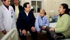 Bộ trưởng Đào Ngọc Dung tặng quà bệnh nhi