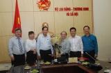 Bộ trưởng Đào Ngọc Dung trao Quyết định nghỉ chế độ Phó Tổng cục trưởng Tổng Cục Giáo dục Nghề nghiệp