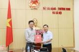 Trao Quyết định nghỉ chế độ cho Giám đốc Trung tâm Huấn luyện ATVSLĐ