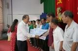 Trao tặng 1,5 tỷ đồng cho 30 hộ gia đình chính sách người có công Vĩnh Long làm nhà ở