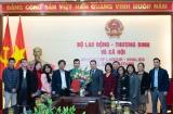 Thứ trưởng Lê Văn Thanh trao quyết định bổ nhiệm cho 2 lãnh đạo cấp vụ