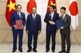 Handing out Memorandum of Understanding to bring Vietnamese skilled employees to work in Japan