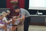 Hội Liên Hiệp Phụ nữ phường Thanh Xuân Bắc tặng quà cho cán bộ là thương, bệnh binh và thân nhân người có công