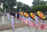 Lãnh đạo Đảng, Nhà nước và Bộ Lao động – TBXH đặt vòng hoa, tưởng niệm các anh hùng liệt sĩ