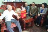 Lãnh đạo thành phố Hà Nội thăm hỏi, tặng quà các gia đình chính sách tại hai huyện Đông Anh và Ba Vì