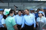 Thủ tướng thăm, tặng quà công nhân lao động tỉnh Bắc Ninh