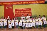 Bộ Lao động - TBXH tặng quà trẻ em khó khăn tỉnh Tuyên Quang