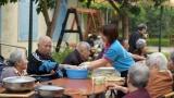 Chăm sóc người cao tuổi và những giải pháp phát triển CTXH ứng phó với già hóa dân số ở Việt Nam