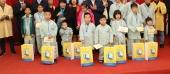 Bộ trưởng Đào Ngọc Dung thăm và tặng quà trẻ em tại Bệnh viện Mắt Hà Đông và Bệnh viện K cơ sở Tân Triều