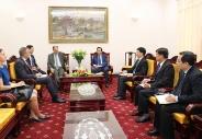 Bộ trưởng Đào Ngọc Dung chúc mừng ngài Đại sứ Cộng hòa Liên bang Đức có một nhiệm kỳ thành công tại Việt Nam