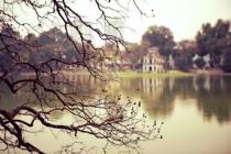 Hồ Gươm đẹp hoài cổ mùa cây trụi lá