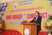 Bộ trưởng Đào Ngọc Dung tham dự Ngày hội  nghề nghiệp Trường Cao đẳng Kỹ nghệ II