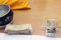 2 người phụ nữ giả ni sư, xin gần 3,7 triệu đồng trong 1 buổi sáng