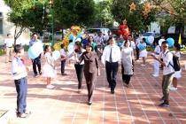 Phó Chủ tịch nước Đặng Thị Ngọc Thịnh trao quà cho trẻ em làng SOS thành phố Huế