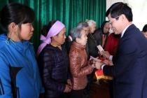 Huyện Quốc Oai (Hà Nội) thăm hỏi, tặng quà gia đình chính sách nhân dịp Tết Mậu Tuất