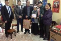 Phường Khương Trung: Thăm và tặng quà gia đình chính sách nhân dịp năm mới