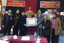 Lãnh đạo thành phố Hà Nội tặng quà Tết người có công huyện Ứng Hòa