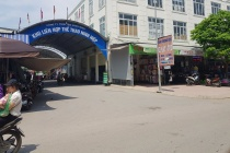 """Trung tâm thể thao Ninh Hiệp được """"hô biến"""" thành cho thuê ki-ốt cho thuê, luật sư nói gì?"""