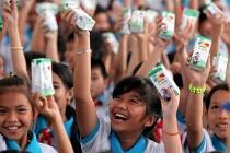 Vinamilk trao 76.500 ly sữa nhân ái cho trẻ em tỉnh Vĩnh Long