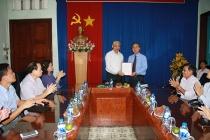 Thứ trưởng Doãn Mậu Diệp trao Quyết định nghỉ hưu cho Giám đốc Trung tâm Chỉnh hình và Phục hồi chức năng Cần Thơ