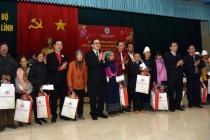 Bí thư Thành ủy Hà Nội trao quà Tết cho các hộ nghèo huyện Ba Vì