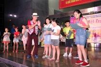 Nghệ sĩ Xuân Bắc giao lưu cùng các em nhỏ tại Đêm hội Trăng Rằm