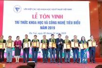 PGS.TS. Cao Hùng Phi, Hiệu trưởng Trường Đại học Sư phạm Kỹ thuật Vĩnh Long được tôn vinh trí thức khoa học và công nghệ tiêu biểu năm 2019