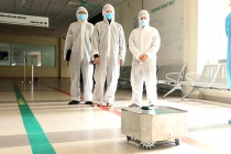 Chế tạo thành công robot lau sàn khử khuẩn phòng bệnh cách ly