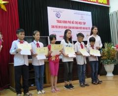 Hiệp hội doanh nghiệp nhỏ và vừa TP Hà Nội: Trao kinh phí hỗ trợ học tập cho trẻ em có hoàn cảnh khó khăn