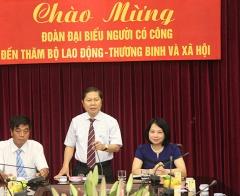 Thứ trưởng Lê Tấn Dũng tiếp đoàn đại biểu người có công Đắk Nông