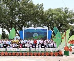 """Chương trình """"Cặp lá yêu thương"""" kết nối tặng sổ tiết kiệm hơn 100 triệu đồng cho trẻ em khó khăn ở Lạng Sơn"""