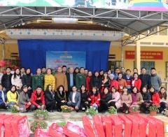 Tạp chí Lao động và Xã hội mang Tết đến với trẻ em vùng cao biên giới Tung Chung Phố