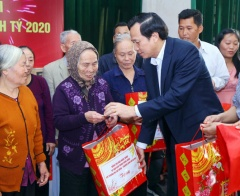 State to spend 518 billion VND on Tet gifts for revolution contributors