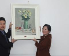 Mạng xã hội phật giáo Butta và họa sỹ Kim Đức tặng 50 bức tranh cho Bệnh viện Đa khoa Xanh pôn