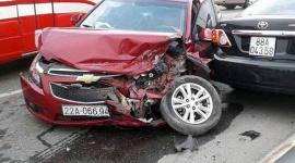 Hà Nội: Tai nạn liên hoàn trên cầu Thăng Long, 2 xế hộp nát đầu