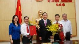 Bộ LĐTB&XH công bố và trao Quyết định bổ nhiệm hai tân Thứ trưởng