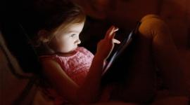Những cách thức kẻ lạ mặt thường dụ dỗ và lạm dụng trẻ em qua mạng xã hội