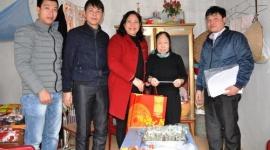 Thị xã Sơn Tây: Chăm sóc đời sống người có công nhân dịp năm mới