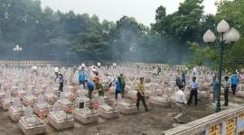 Đoàn lãnh đạo huyện Nam Đông  dâng hương tưởng nhớ các anh hùng liệt sỹ