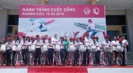 Mang Hành trình Cuộc sống đến với trẻ em khó khăn tỉnh Khánh Hòa