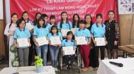 Dạy nghề vẽ móng nghệ thuật miễn phí cho người khuyết tật