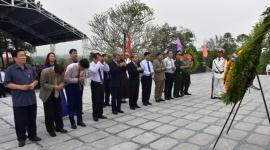 Đoàn lãnh đạo tỉnh Thừa Thiên Huế dâng hương tưởng nhớ các anh hùng Liệt sĩ