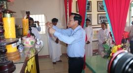 Bộ trưởng Đào Ngọc Dung dâng hương tại Di tích lịch sử Giồng Bốm