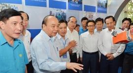 Thủ tướng Nguyễn Xuân Phúc gặp gỡ công nhân kỹ thuật cao của 7 địa phương vùng kinh tế trọng điểm