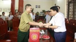 Hà Nội: Thăm, tặng quà gia đình chính sách tại huyện Gia Lâm