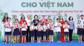 Hơn 60.000 cây xanh và 119.000 ly sữa được Vinamilk dành tặng cho trẻ em Hà Nội