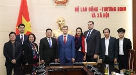 Tặng Kỷ niệm chương Vì sự nghiệp Lao động – Thương binh và Xã hội cho Bí thư thứ nhất Đại sứ quán Liên bang Nga tại Việt Nam