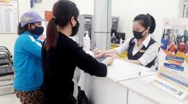 Thái Nguyên: Nhân viên Bưu điện đến tận nhà chi trả lương hưu cho nhân dân